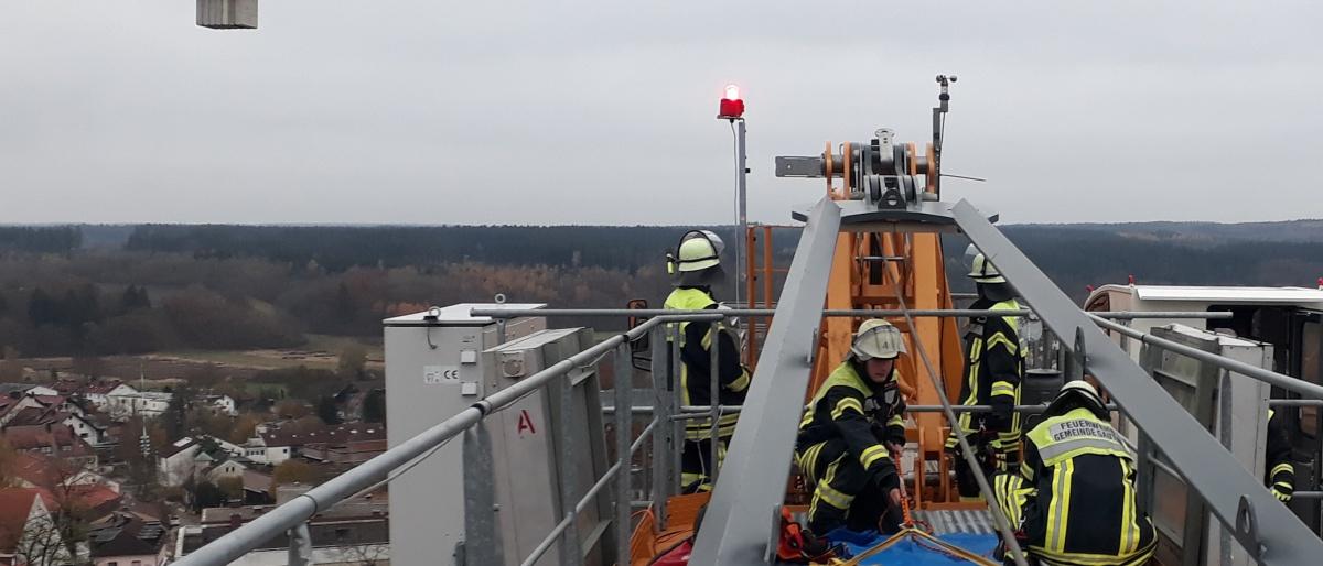 Permalink zu:Rettung in luftiger Höhe – Feuerwehrübung über den Dächern von Gauting